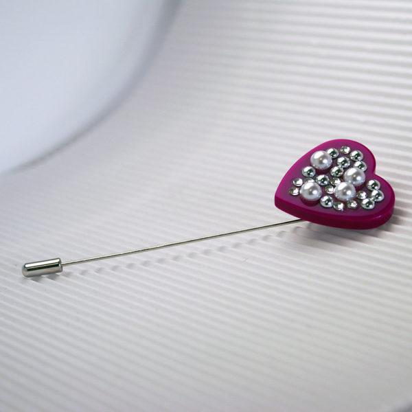 spilla a cuore con cristalli e perle