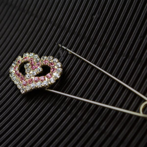 spilla metallo con cuore Swarovski