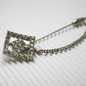 Spillone in metallo con cristalli Swarovski