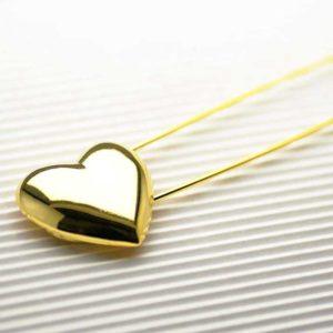 spilla in metallo a forma di cuore