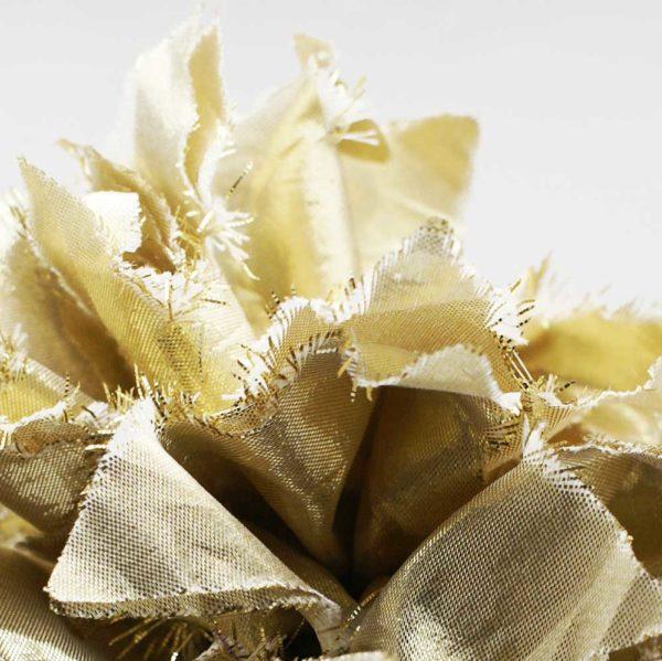 Spilla floreale in tessuto dorato